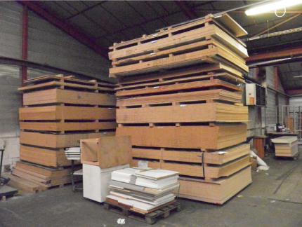 Stock panneaux agglomérés mélaminés 19 mm stock bois débité