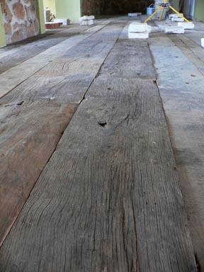 legno di recupero vecchio pavimento travi antiche pavimento ...