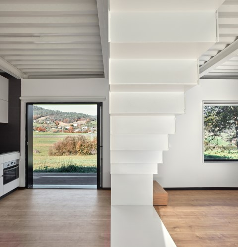 Just five hours to mount a prefabricated house